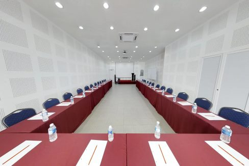 Country-Hotel-Event-Space-Meeting-Setup-2front-View