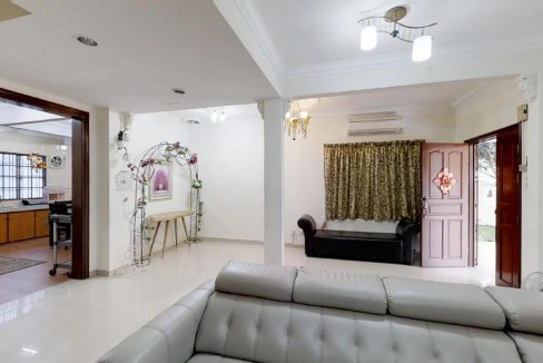 Yins-Court-Party-House-Home-Stay-Inside-Living-Room