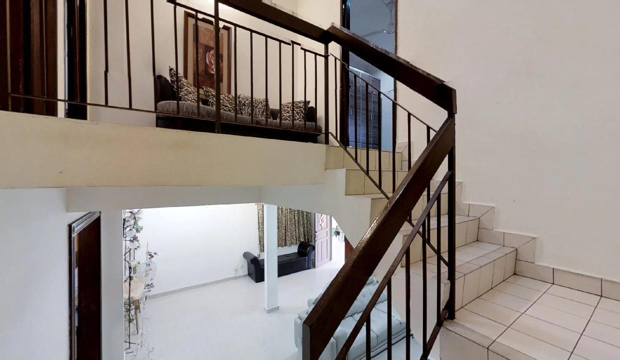 Yins-Court-Party-House-Home-Stay-Staircase